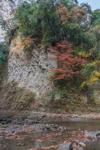 秋の養老渓谷の弘文洞跡の風景の写真素材 [FYI01267255]
