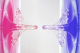 水滴のハイスピード撮影の写真素材 [FYI01267262]