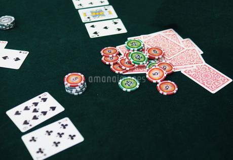 カジノのポーカーイメージ(テキサスホールデム)の写真素材 [FYI01267454]