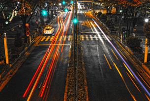 夜の交通イメージの写真素材 [FYI01267459]