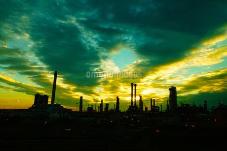 ウィーン工業地帯の朝焼けの写真素材 [FYI01267466]