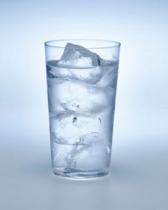 炭酸水の入ったグラスの写真素材 [FYI01267507]