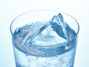 氷とグラスの写真素材 [FYI01267594]