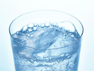 氷とグラスの写真素材 [FYI01267597]