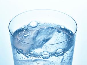 氷とグラスの写真素材 [FYI01267598]