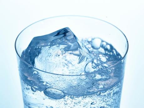 氷とグラスの写真素材 [FYI01267599]