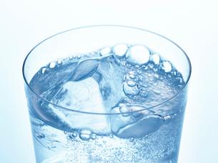 氷とグラスの写真素材 [FYI01267601]