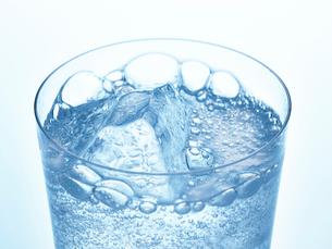 氷とグラスの写真素材 [FYI01267602]
