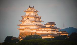 早朝の姫路城の写真素材 [FYI01268018]