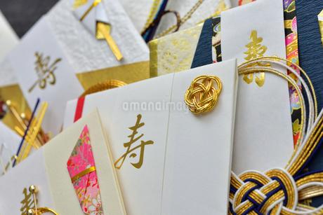 たくさんのご祝儀袋の写真素材 [FYI01268049]