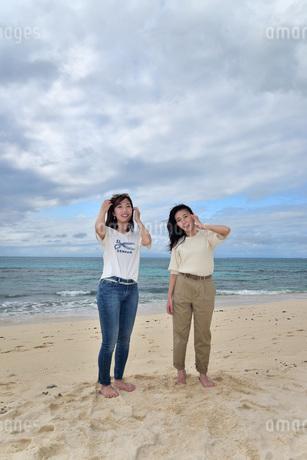 宮古島/ビーチでポートレート撮影の写真素材 [FYI01268372]