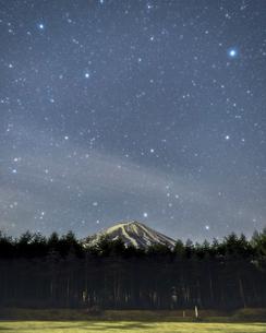 富士山と満天の星の写真素材 [FYI01268373]