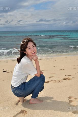 宮古島/ビーチでポートレート撮影の写真素材 [FYI01268384]