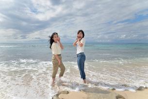 宮古島/ビーチでポートレート撮影の写真素材 [FYI01268391]
