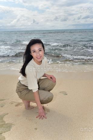 宮古島/ビーチでポートレート撮影の写真素材 [FYI01268409]