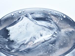 氷とグラスの写真素材 [FYI01268642]