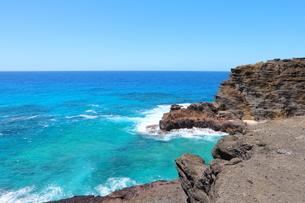 ハワイのオアフ島 ターコイズブルーの海と青空の写真素材 [FYI01268896]