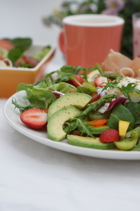 フレッシュ野菜のオープンサンド~温玉のせの写真素材 [FYI01269002]