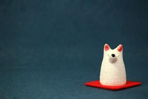 白いキツネの置物のスティルライフの写真素材 [FYI01269123]
