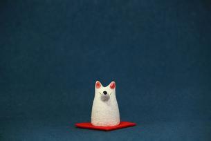 白いキツネの置物のスティルライフの写真素材 [FYI01269124]