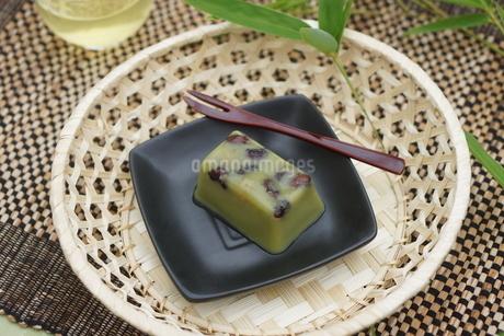 甘納豆入り抹茶水ようかんの写真素材 [FYI01269195]