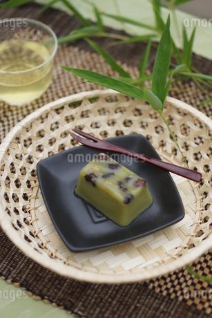 甘納豆入り抹茶水ようかんの写真素材 [FYI01269196]