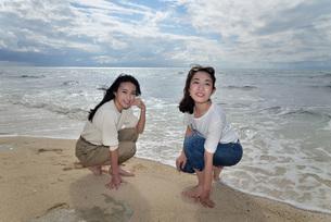 宮古島/ビーチでポートレート撮影の写真素材 [FYI01269394]