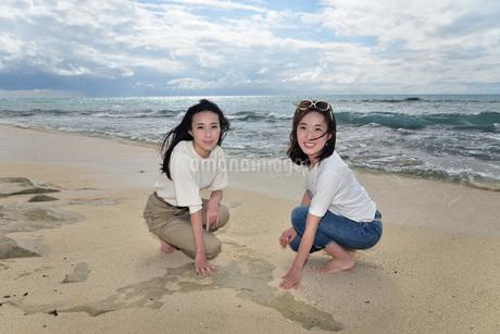 宮古島/ビーチでポートレート撮影の写真素材 [FYI01269395]
