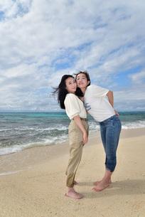 宮古島/ビーチでポートレート撮影の写真素材 [FYI01269399]