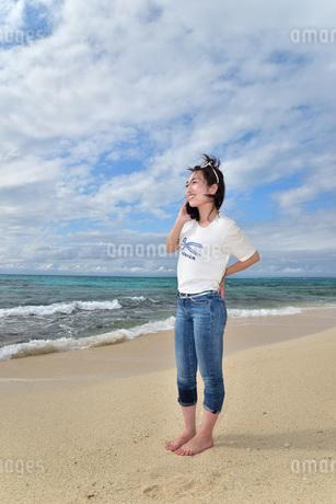宮古島/ビーチでポートレート撮影の写真素材 [FYI01269403]