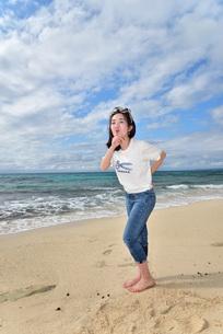 宮古島/ビーチでポートレート撮影の写真素材 [FYI01269407]