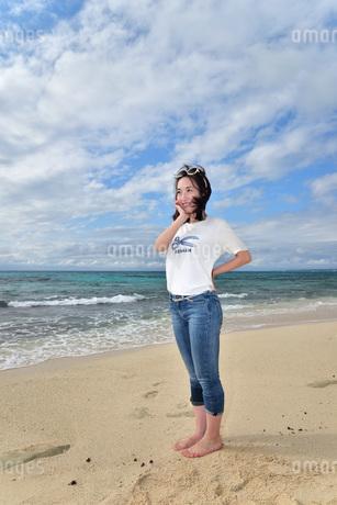 宮古島/ビーチでポートレート撮影の写真素材 [FYI01269408]