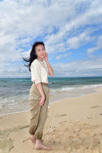 宮古島/ビーチでポートレート撮影の写真素材 [FYI01269414]