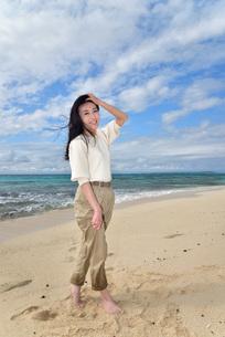 宮古島/ビーチでポートレート撮影の写真素材 [FYI01269415]