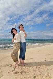 宮古島/ビーチでポートレート撮影の写真素材 [FYI01269421]