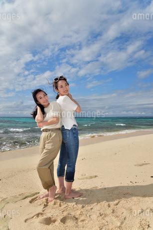 宮古島/ビーチでポートレート撮影の写真素材 [FYI01269422]