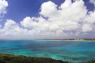 竜宮城展望台の景色 来間島の写真素材 [FYI01269677]