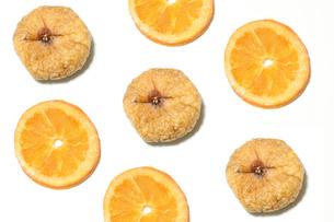 ドライフルーツ オレンジとイチジクの写真素材 [FYI01269691]