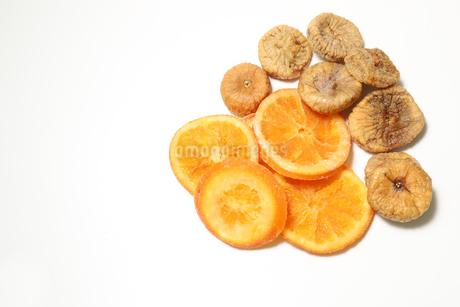 ドライフルーツ オレンジとイチジクの写真素材 [FYI01269695]