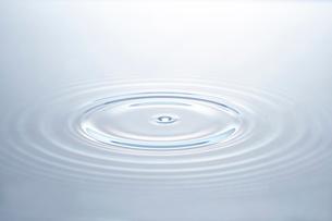 水の波紋の写真素材 [FYI01269970]