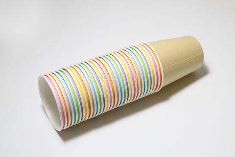 積み重なった紙コップの写真素材 [FYI01270062]