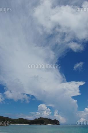 南国沖縄の夏の雲の写真素材 [FYI01270142]