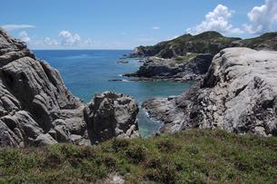 南国沖縄の渡嘉敷島の壮大な絶壁の写真素材 [FYI01270143]