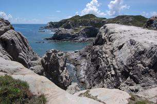 南国沖縄の渡嘉敷島の壮大な絶壁の写真素材 [FYI01270144]