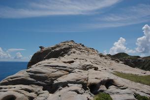 南国沖縄の渡嘉敷島の壮大な絶壁の写真素材 [FYI01270146]