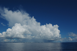 南国沖縄の夏の入道雲の写真素材 [FYI01270154]