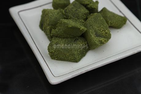 抹茶味のわらび餅の写真素材 [FYI01270827]