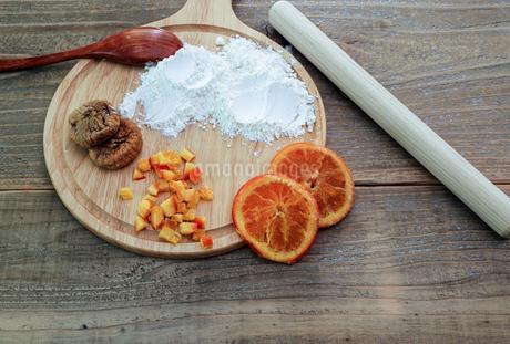 ドライフルーツ オレンジとイチジクの写真素材 [FYI01270869]