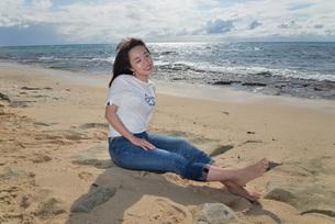 宮古島/ビーチでポートレート撮影の写真素材 [FYI01271092]