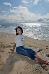 宮古島/ビーチでポートレート撮影の写真素材 [FYI01271097]